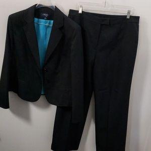 Jones wear pants suit